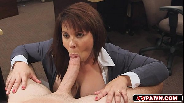 Sexy hot babe fucks the huge cock for cash Thumb
