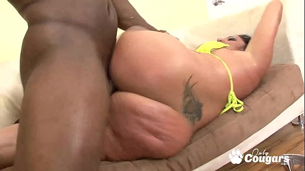Pornstar Vannah Sterling Lets A Black Man Cum On Her Huge White Ass