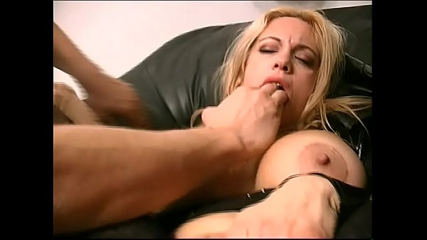 Federica Tommasi ass and hand friend (Full Movies) Thumb