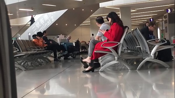 Cams4free.net - Chinese Woman Dangling at Airport Thumb