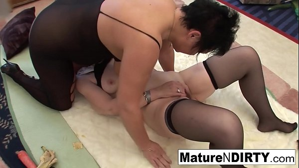 Brunette matures get each other off with vegetables Thumb