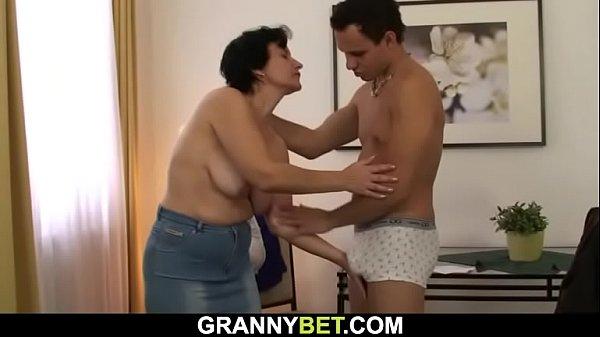 סרטי סקס Hairy pussy old bitch