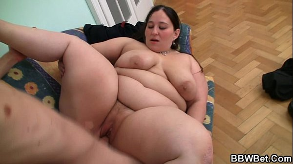 Horny bbw seduces