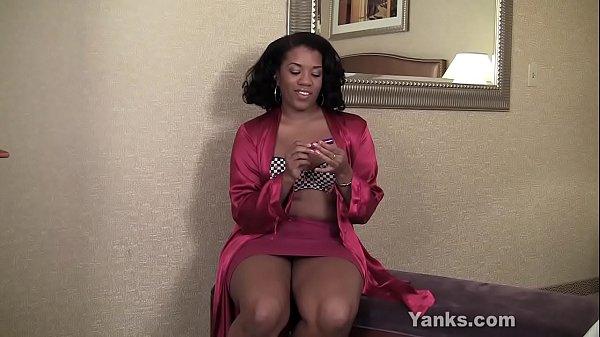Ebony BBW From Yanks Sydnee Capri's Lipstick Vibe