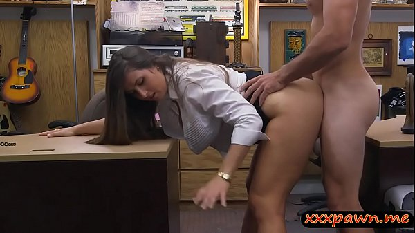Huge booty woman gets fucked by pawn man