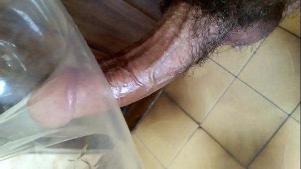 Masturbando e gozando no cuzinho de camisinha (handjob and cum in condom ass)
