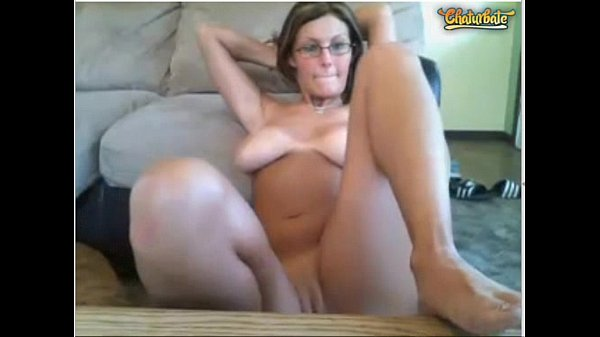 Chat with Electrovixzen (busty milf)