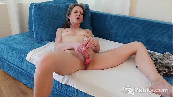 Yanks MILF Micah Reed Cums with her Rabbit Vibe Thumb