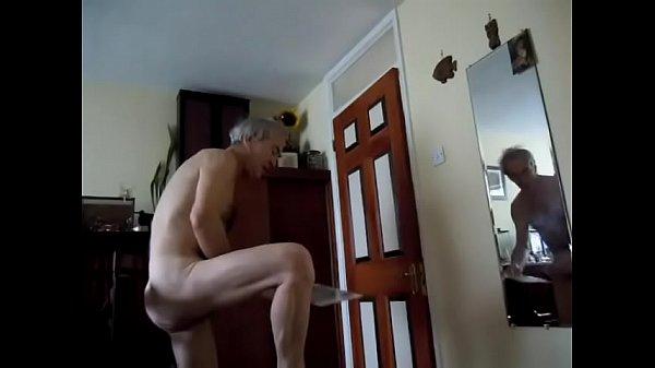 Мужик в каске трахает телку