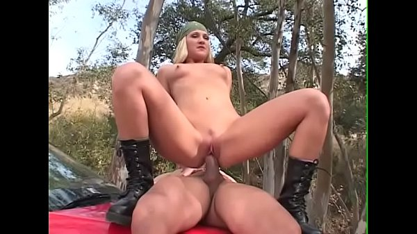 Секс видео с младшей сестрой в ванне