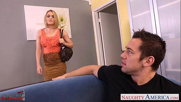 Грудастые блондинка и брюнетка порно