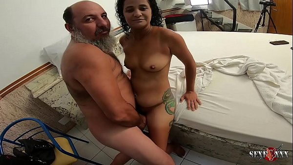 Old pervert wants to fuck Aline Cassia before the scene - Sandro Lima - Binho Ted Thumb
