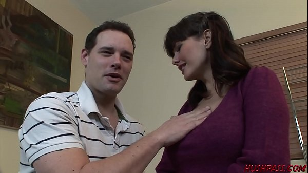 Horny Mom picks up a young guy for sex Thumb