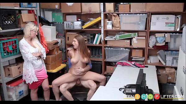 Guarda porno mamma insegna figlia a scopare