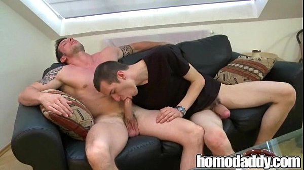 Bareback hunks on HomoDaddy