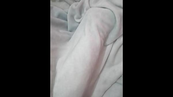 I fuck my mom asleep while my dad works