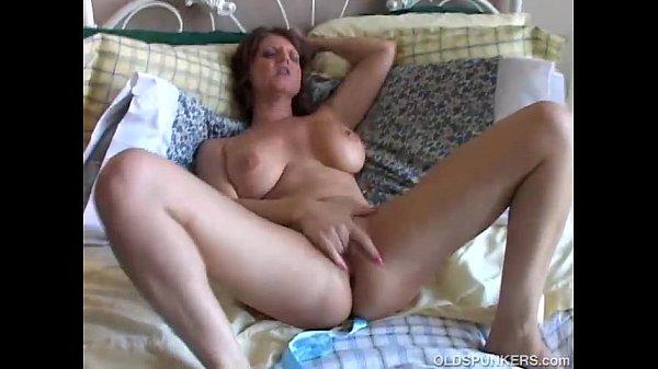 סרטי סקס Big tits MILF has a wet pussy