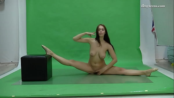Big tits brunette flexible babe Nicol Smith
