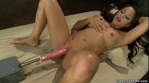 Wet pussy Latina bebe fuck machines Thumb