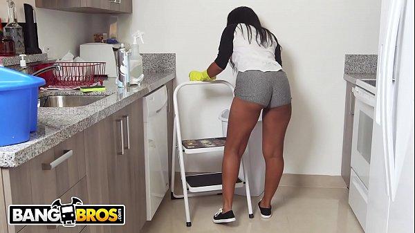 BANGBROS - Ebony Maid Arianna Knight Has An Incredible Body