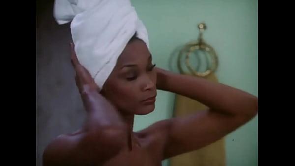 Kolchak The Night Stalker: Sexy Ebony Shower Girl HD