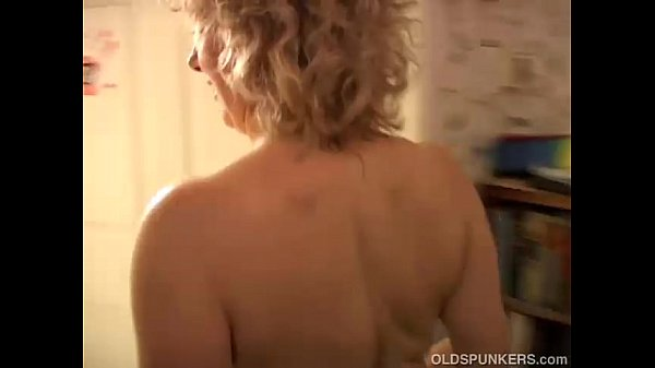 Sexy cougar loves to fuck a younger guy Thumb