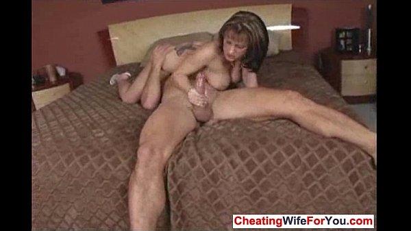 Жена изменяет мастурбирует видео