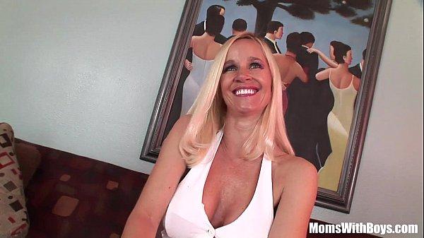 Высокая блондинка с большими сиськами