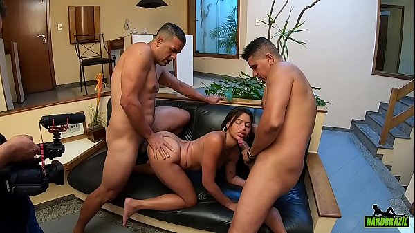 Yasmin Fontes prepares to make his first double penetration in life - Ed j. - Tony Tigrao