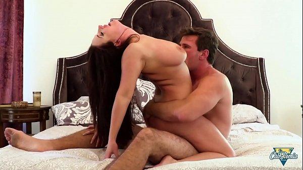סרטי סקס Angela White, brunette pulpeuse et très gourmande