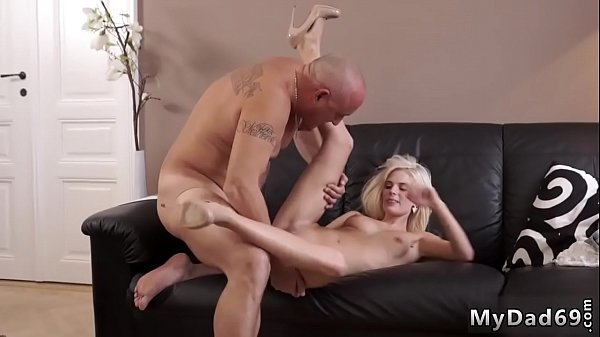 Old fuck girl Bad daddy was licking his comrade gf feet, her raw