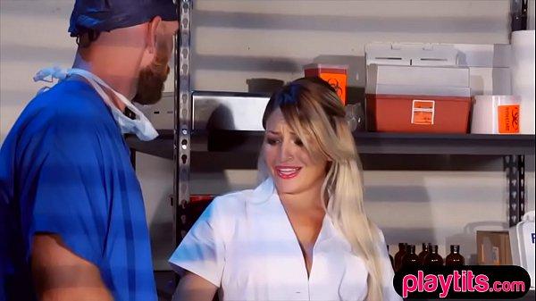 Грудастую медсестру выебал врач