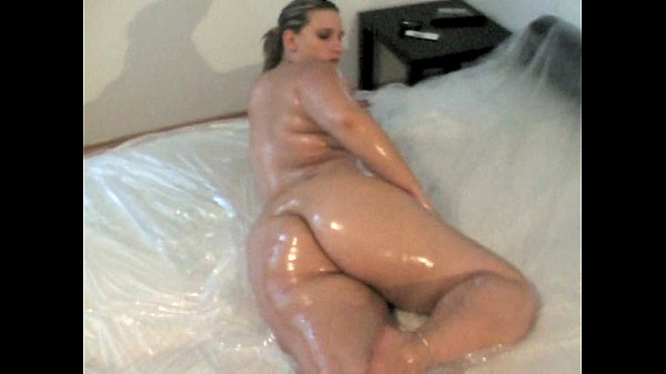 German PAWG Nikki covered in Oil Thumb
