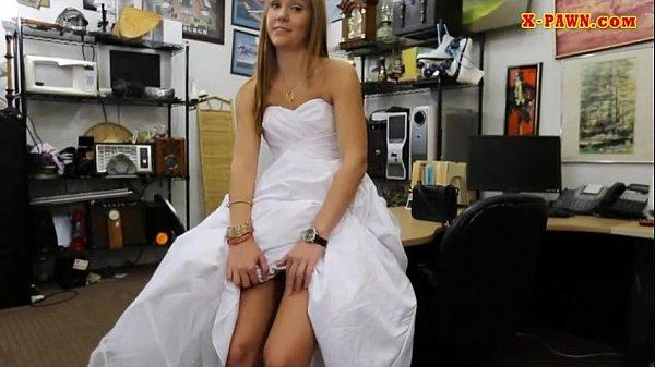 Трахнули блондинку в свадебном наряде