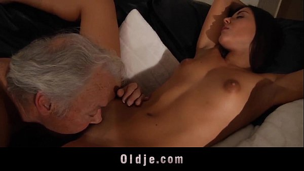 Spicy young pussy for decrepit old man