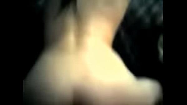 Парень руками дрочит клитор до оргазма