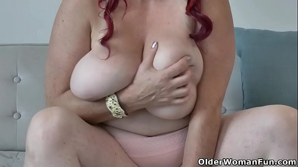 BBW milf Roxee Robinson finger fucks her plump pussy