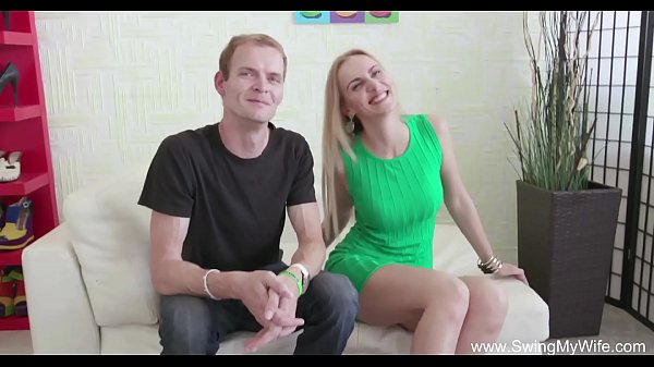 סרטי סקס Blonde Swinger Wife Is So Happy