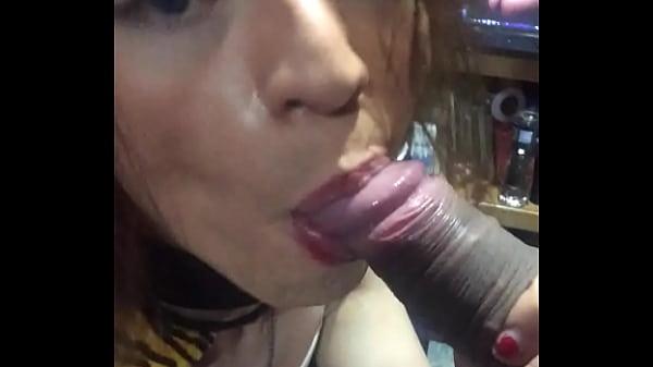 SheryTiffany TIFFANY tranny ladyboy mamando pene de rodillas desnuda
