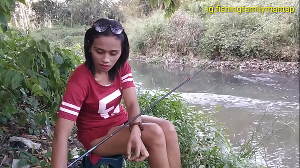 Upskirt of sexy Indonesian woman while she's fishing Thumb