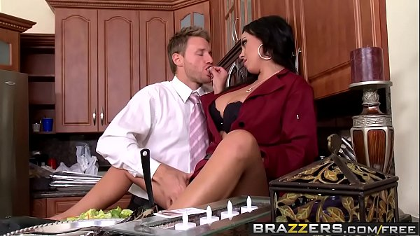 Big Tits In Uniform – Dinners On Me scene starring Mariah Milano and Levi Cash