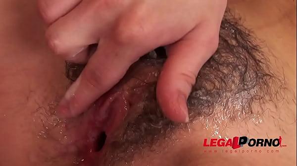 Figlio sborrata sulla figa pelosa mamma porno