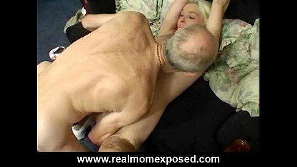 Вылизывал промежность своей жене перед сексом всегда