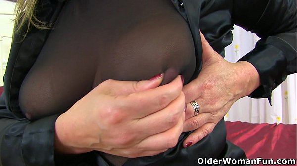 English milf Silky Thighs Lou destroys her tights and plays Thumb