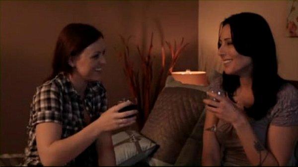 סרטון פורנו Mature Lesbian Seducing Young Lesbian