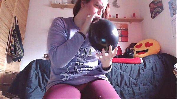 Se hai un feticismo per i grossi palloncini non perderti questo fantastico video