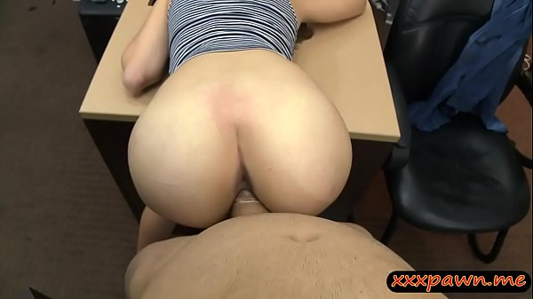 Slender amateur babe convinced to fuck with pawn man Thumb