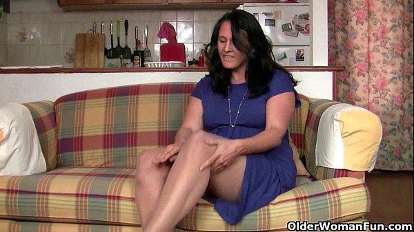 Порно девушка унижает парня онлайн