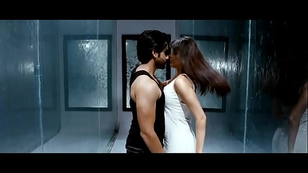 Kajal Aggarwal Boob show-boobs shake slow motion - HD Thumb
