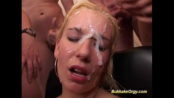 Много спермы на лицо(буккакэ) - Янка